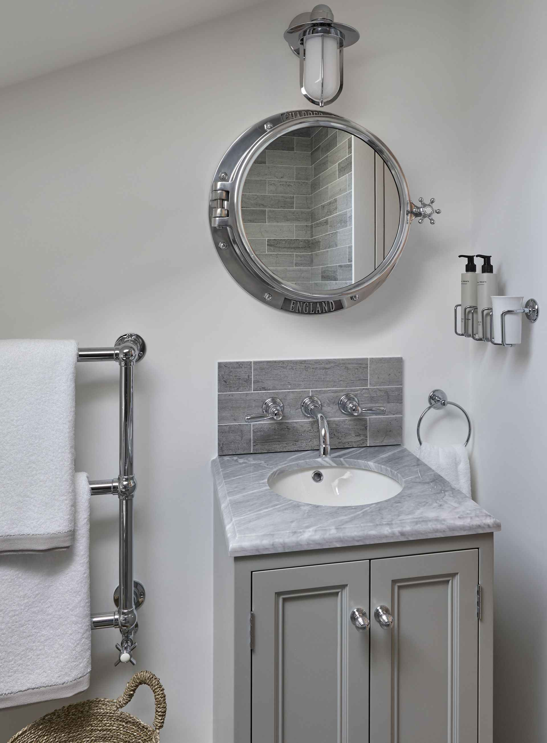 Sink and mirror in the oar room at Mountain Ash House